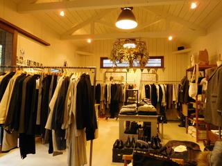 富山ランチブログ隊 ブルーポイント 店内 ファッション女性服 展示販売