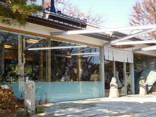 富山ランチブログ隊 呉山飛天 お店前から店内のカウンターを映す