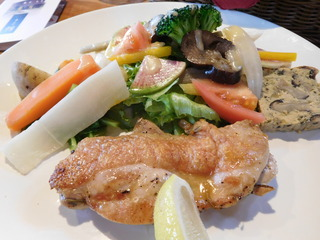 富山ランチブログ隊 「森の茶屋 糧」 サラダプレート メイン 鶏もも肉ハーブ焼き