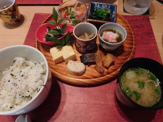 富山ランチブログ隊 かわうち  ご飯+味噌汁 小鉢 5品 焼き物等・・・