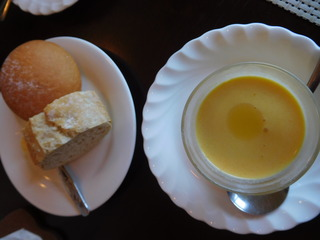 富山ランチブログ隊 らふぃーゆ パンとにんじんの冷スープ