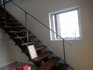 富山ランチブログ隊 ウッドペッカーカフェ 店舗1階から2階に上がる階段