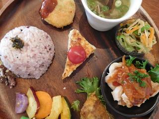 富山ランチブログ隊 ウブス・ア・ディジー お野菜たっぷりプレート メイン 肉と魚のハーフ&ハーフ