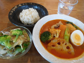 富山ランチブログ隊 カレー食堂 コロポ あsっさり椎茸。昆布スープ セット