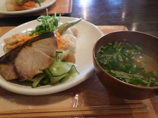 富山ランチブログ隊 ベントースタンドファムズデリー ぶりの塩焼き メイン 野菜たっぷり ランチ