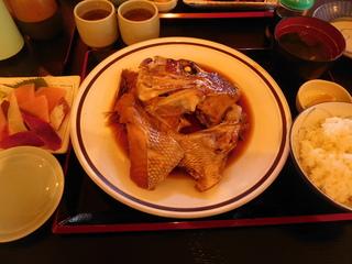 富山ランチブログ隊 市場亭 真鯛兜のあら煮つけ定食 (お刺身付き)