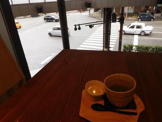 富山ランチブログ隊 和風カフェ&ランチ 和氣 ii 店内から西町スクランブル交差点を眺める