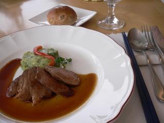 富山ランチブログ隊 セモリナ かも肉のステーキとボテトとホウレンソウ入りつくね