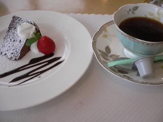 富山ランチブログ隊 セモリナガナッシュケーキ&コーヒー