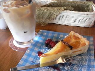 富山ランチブログ隊 Cafe mandy タルト+カフェオレ