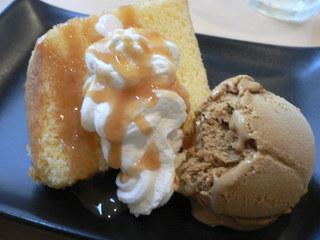 富山ランチブログ隊  ビストロレザン デザートシフォンケーキ キャラメルソース