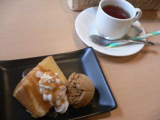 富山ランチブログ隊  ビストロレザン デザート+ドリンク (シフォンケーキ キャラメルソース+紅茶)