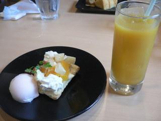 富山ランチブログ隊  ビストロレザン デザート+ドリンク(カスタードピーチパイ+マンゴジュース)
