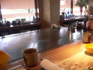 富山ランチブログ隊 ステーキハウス ヌキエ 店内にて鉄板焼き