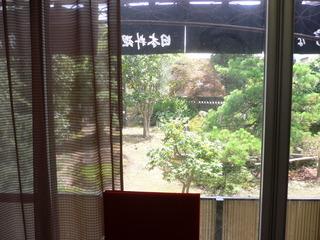 富山ランチブログ隊 「割烹 宇な義」店内から庭を眺める