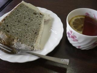 富山ランチブログ隊 カプリチョ   ごまシフォン&紅茶